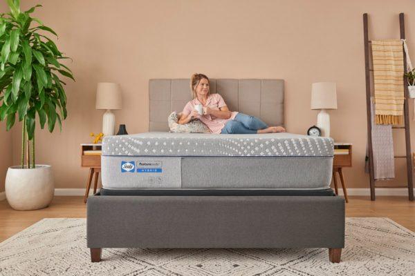 Sealy Elsanta Posturepedic Hybrid Mattress Lifestyle1
